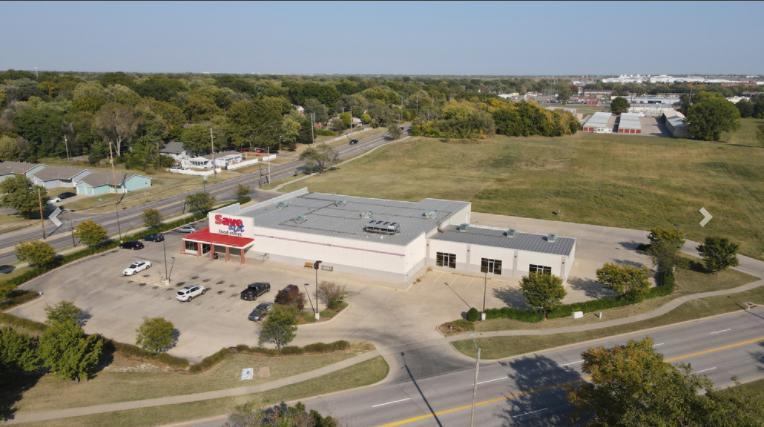 2404 George Washington Boulevard Wichita, KS 67210 - main image