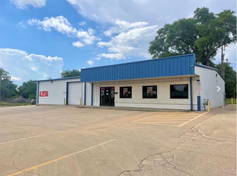 3550 West Douglas Avenue Wichita, KS 67203 - main image