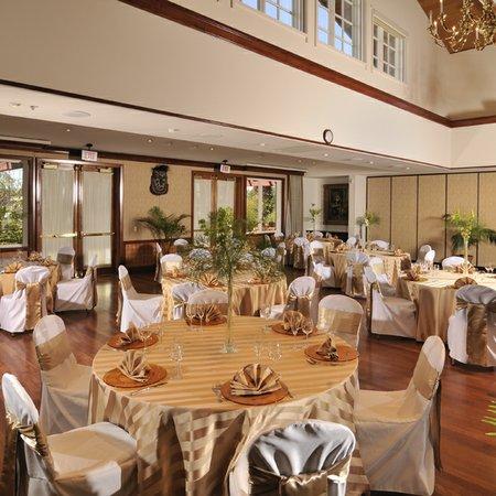 Dinah's Garden Hotel & Trader Vic's Restaurant