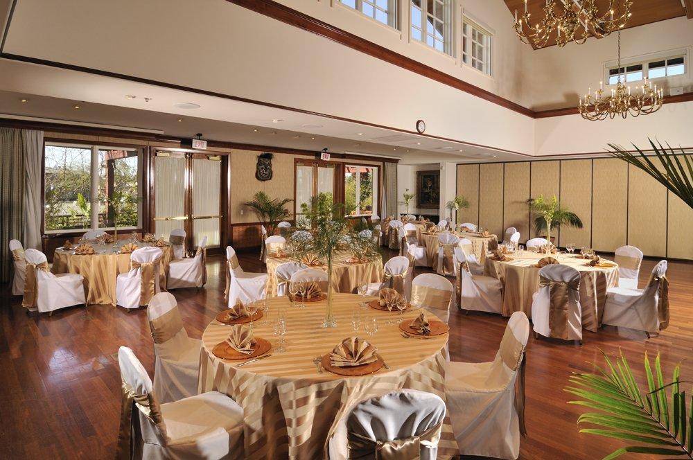 Dinahs Garden Hotel Trader Vics Restaurant Palo Alto CA