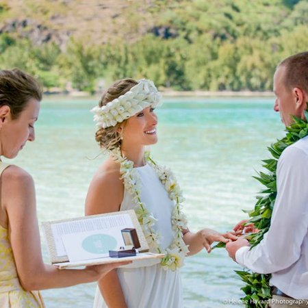 wedOtahiti | Destination Weddings + Unique Ceremonies in Tahiti