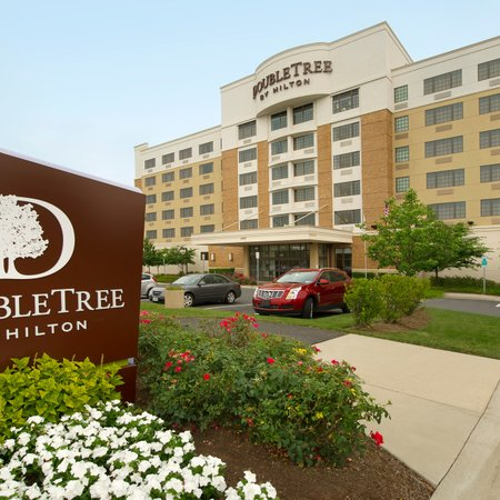 DoubleTree by Hilton Sterling Dulles Airport