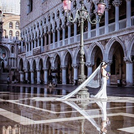 Kinga Leftska - Photographer in Venice