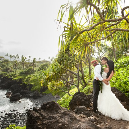 Hāna Wedding Co.