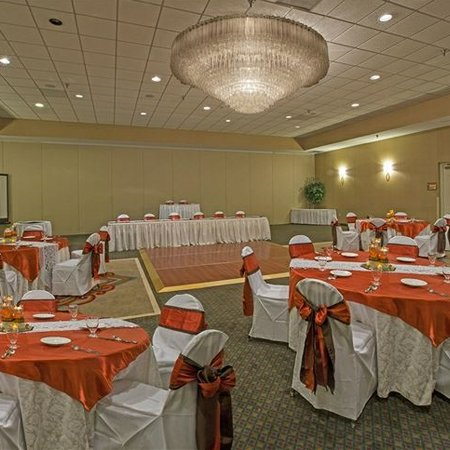 Colony South Hotel & Convention Center - Weddings