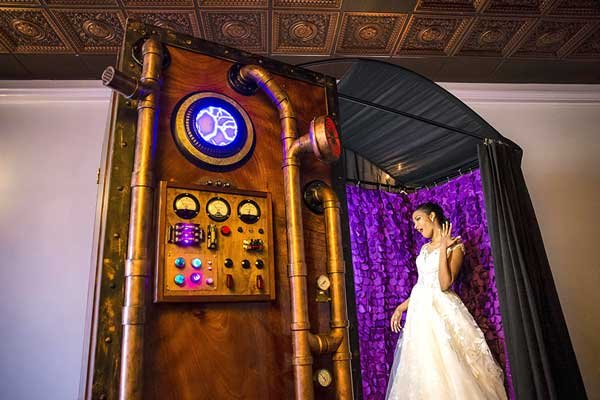 The Looking Glass Photo Booths's profile image