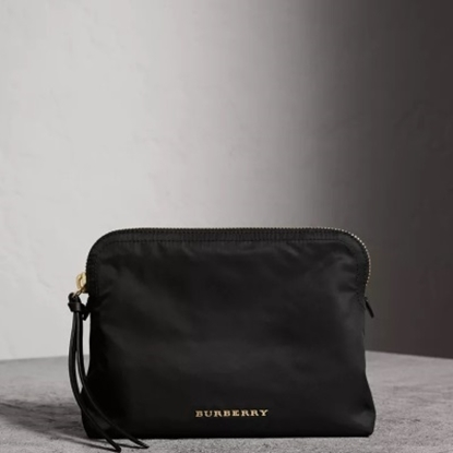 Picture of Burberry Makeup/Travel Pouche - Black