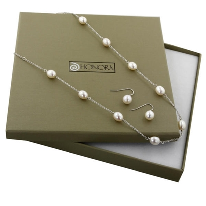 Picture of Pearl Earring and Necklace Box Set