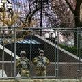 Des soldats de la Garde nationale devant le tribunal de Minneapolis, le 20 avril 2021