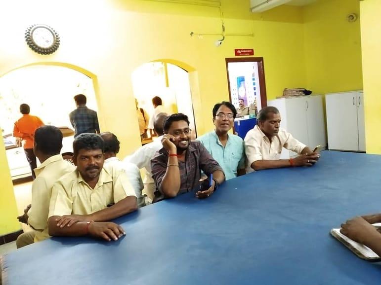 பாகிஸ்தானில் குண்டு போட்டால் எழும்பூரில் சிலருக்கு வயிறு எரிகிறது