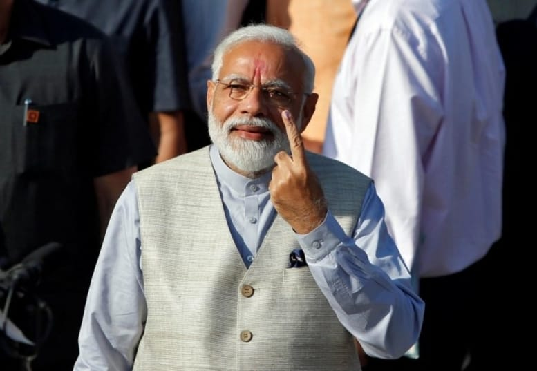 3-ஆம் கட்ட மக்களவைத் தேர்தல் - அகமதாபாத்தில் வாக்களித்தார் பிரதமர் மோடி