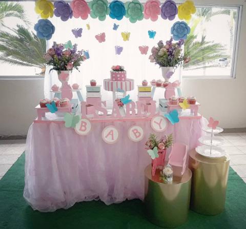 mesa de dulces para baby shower con tematica de mariposa