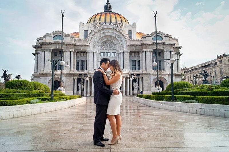 Fografia de novios en El Palacio de Bellas Artes