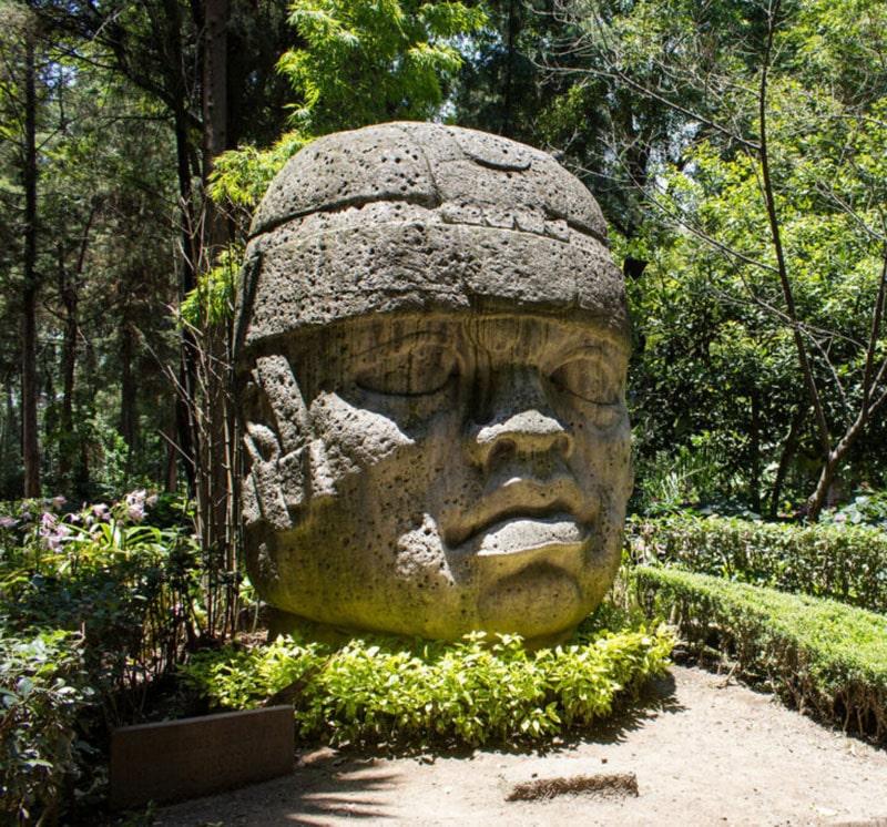 esculturas prehispánicas en Parque Hundido CDMX