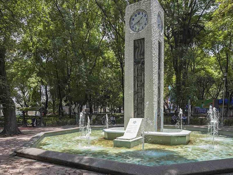 Reloj en Parque México CDMX