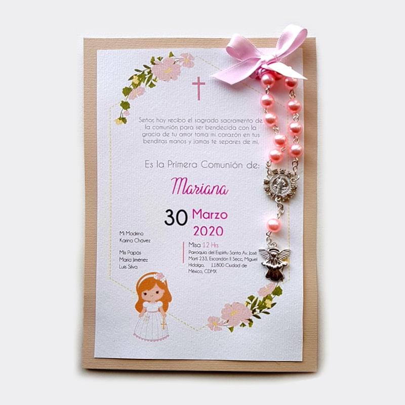 Bolo para bautizo de niña con decenario color rosa y tarjeta personalizada con flores