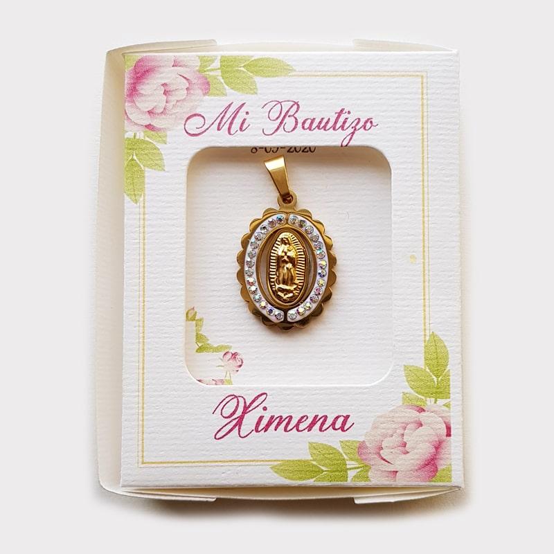 Medalla de la Virgen de Guadalupe en caja para recuerdo de bautizo