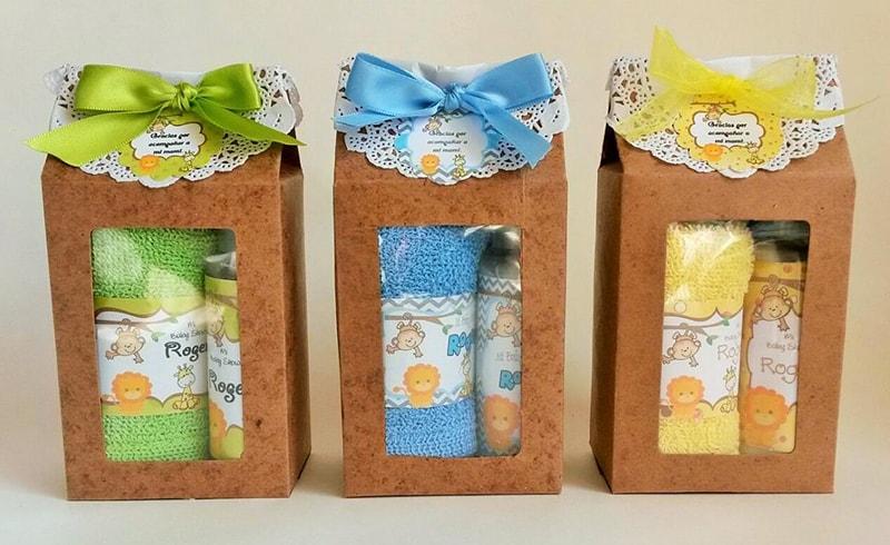 toalla y jabón en caja para recuerdo de bautizo de niña y niño