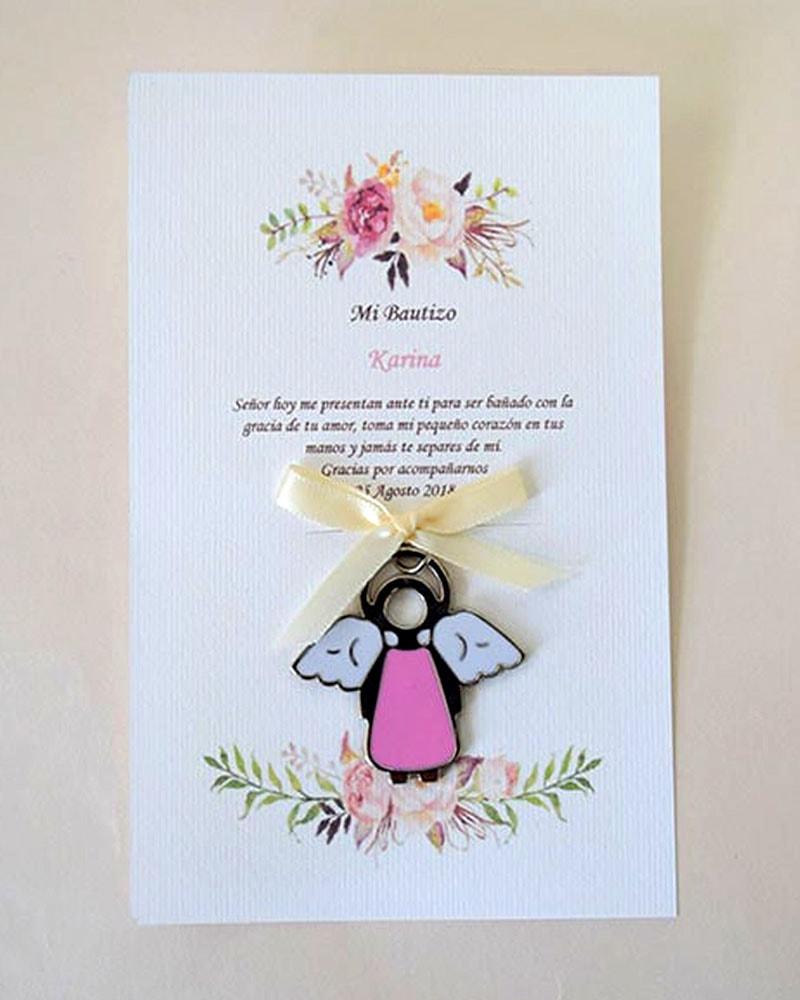 llavero de ángel en tarjeta con flores para recuerdo de bautizo de niña