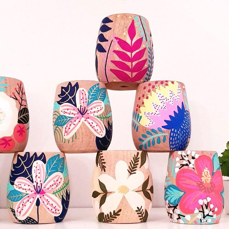 maceta pintadas con diseños florales para plantas de recuerdo para bautizo