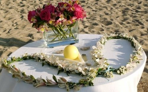 Lazo de boda hecho con flores naturales