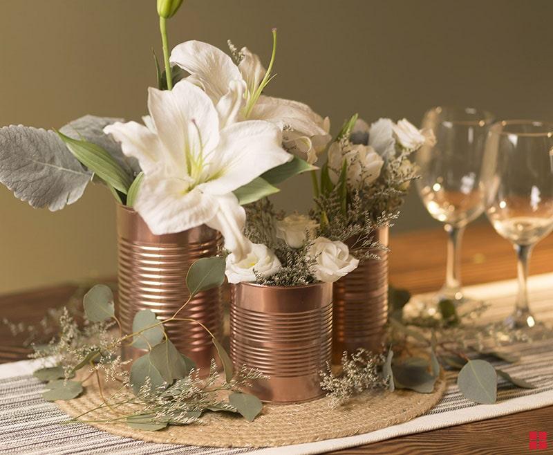 centro_de_mesa_para_boda_con_flores_blancas_facil_sencillo_diferente_moderno