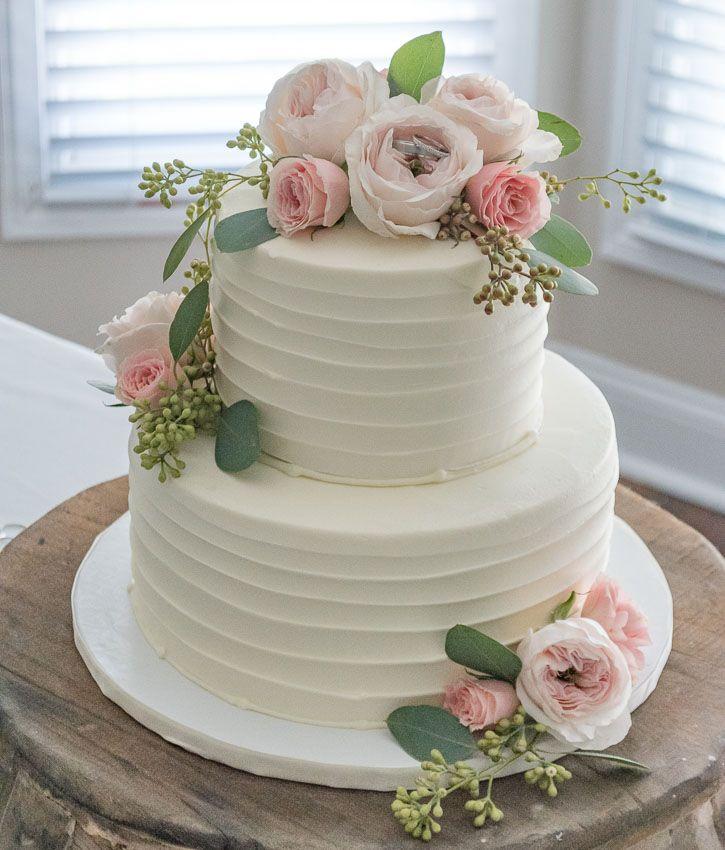 decoracion_para_pastel_con_flores_naturales_rosas_y_blancos
