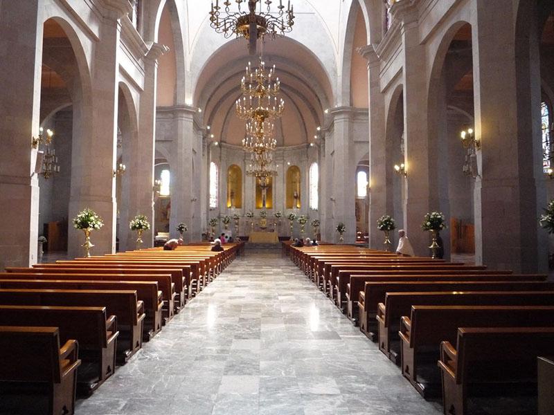 interior de la Iglesia de la Covadonda