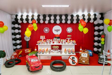 fiesta para niño con temática de cars