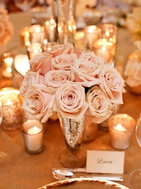 Centro de mesa color dorado para boda, accesorios con rosas para boda.
