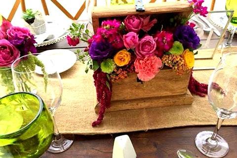 Baúl para arras de boda, su forma de cofre y su interior de terciopelo portegerán tus arras de boda.