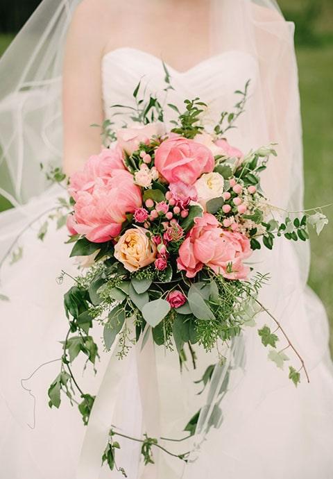 Accesorios para boda con rosas.