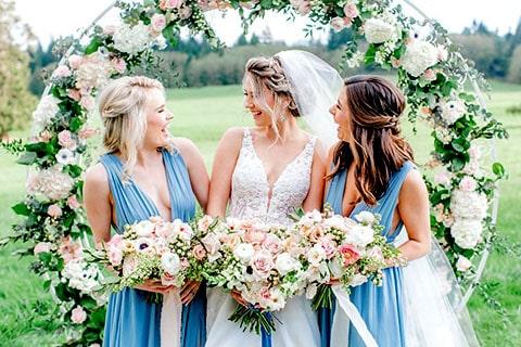Lazo Flower Blue con Cofre Jardín de Rosas, perfecto para acompañar la decoración de rosas de la iglesia.