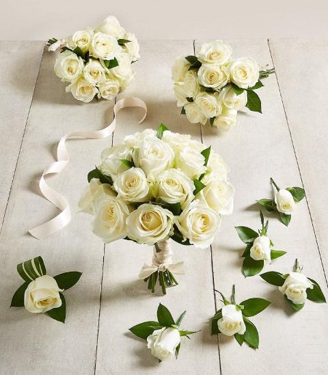 Lazo rose silver con estuche rose fashion con elementos en forma de rosas, perfectos como complemento de tu ramo de rosas para novia y botonier de rosa para novio.