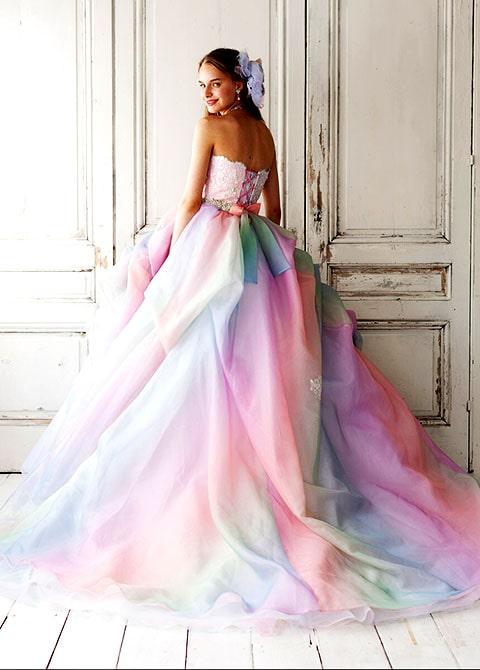 Combina esté lazo con cuentas color tornasol con tu hermoso vestido de novia, perfecto para tu boda
