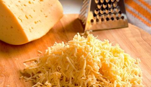 Rallador de queso en caja de acetato con diseño de una novia, perfecto como obsequio para tus invitados que los ayudara en su cocina.