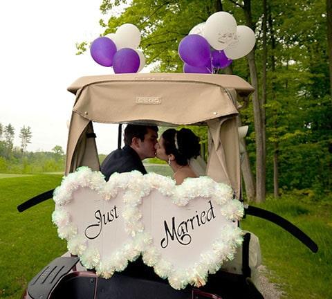 Recuerdo para boda, salero y pimentero en forma de pelotas de golf.