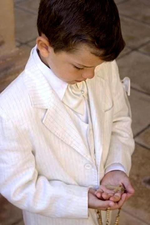 Llavero de niño con rosario, perfecto como recuerdo para primera comunión.