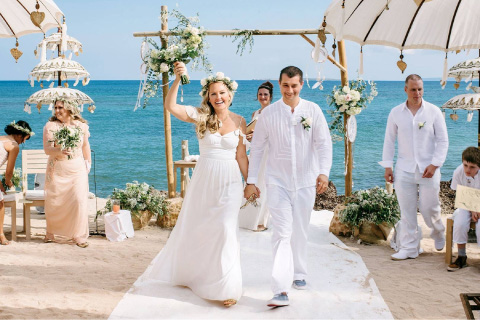 Boda en playa con decoracion floral