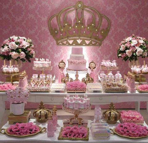 mesa de dulces con tematica de princesa para bautizo