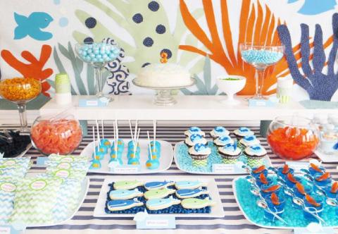 mesa de dulces con tematica de marinerito para bautizo