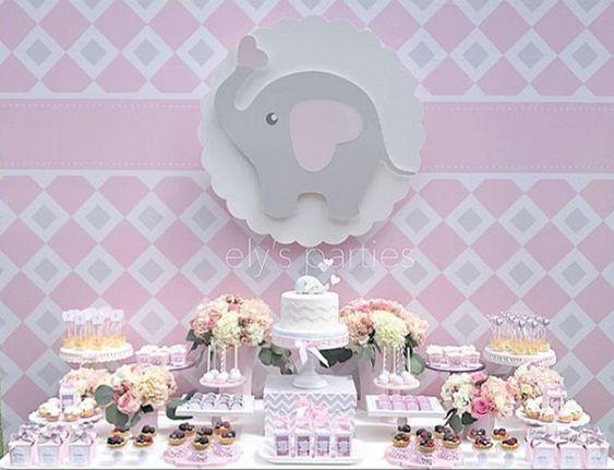 mesa de dulces para baby shower de niña con temática de elefantito
