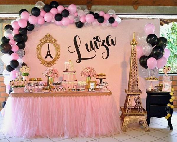 Decoracion y mesa de dulces con tematica de la vida parisino
