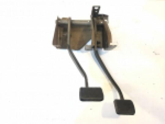 Clutch and Brake Pedal Assembly Manual Transmission 97-06 TJ LJ 52128017AB