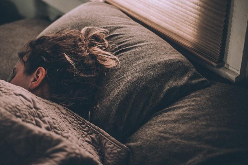 Cómo afecta el uso de persianas en el descanso