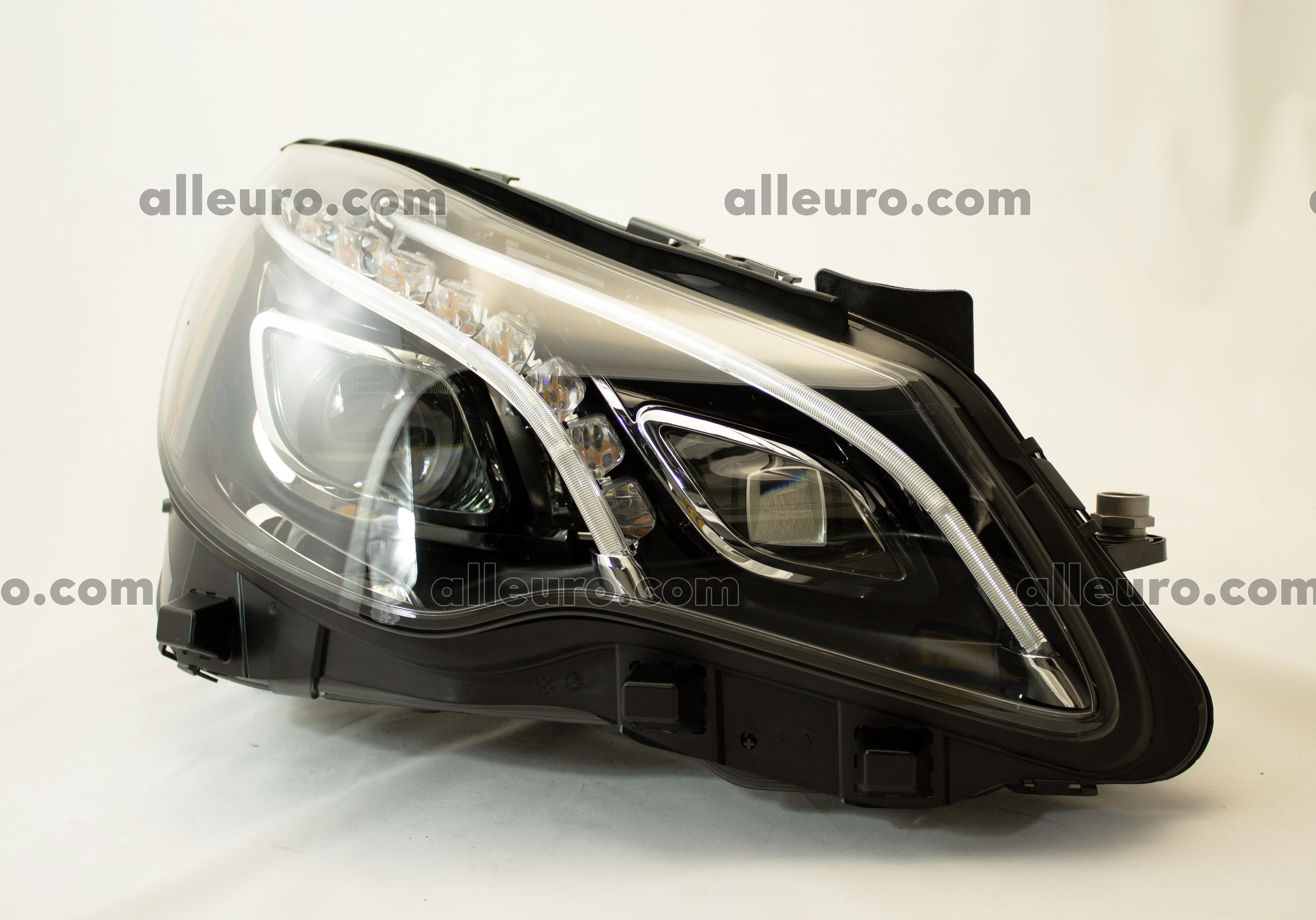 Mercedes Hella Front Left Headlight Assembly 010800071 2128209561 New