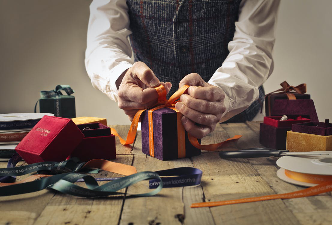 You Guide to Corporate Gift Giving