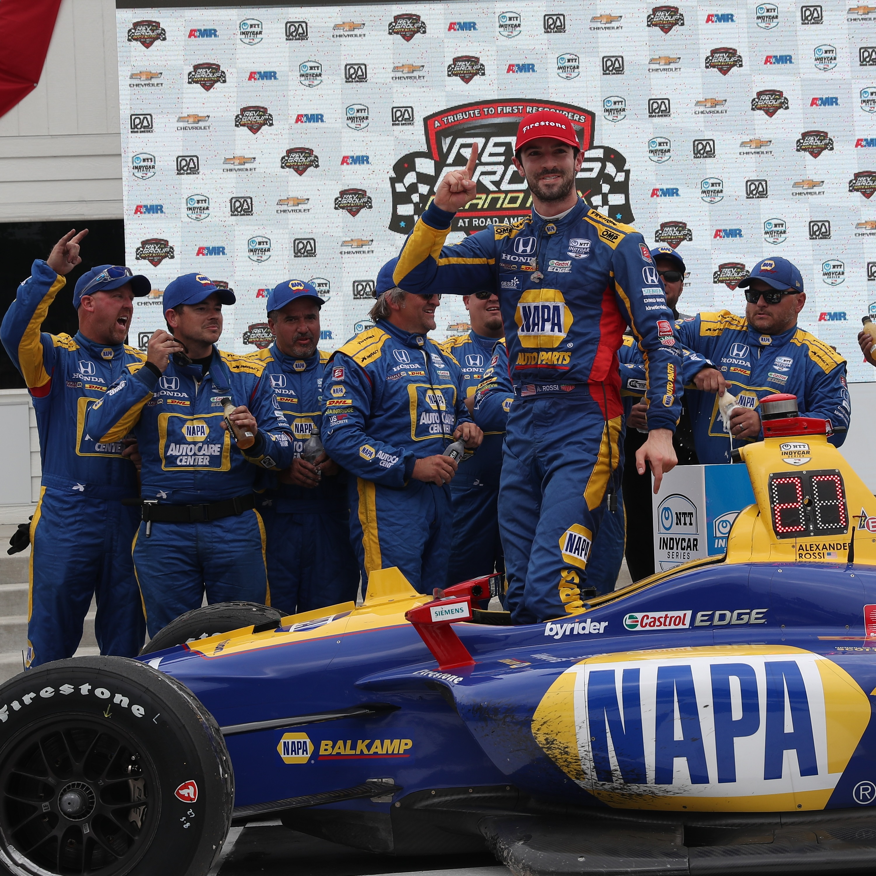 Alexander Rossi Dominates in Spectacular Fashion
