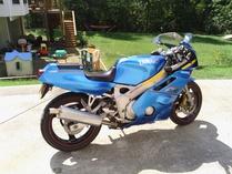 BaronVonBackfire-Yamaha FZR400 EXUP
