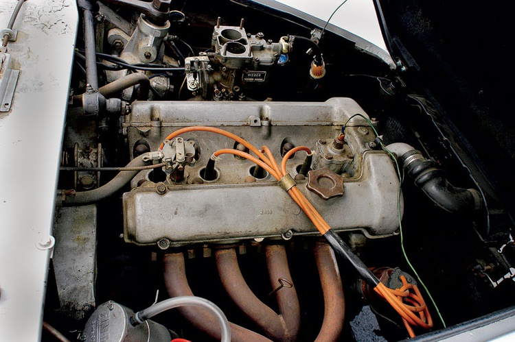This engine isn't the prettiest of sights right now—they're still looking for the right air cleaner.